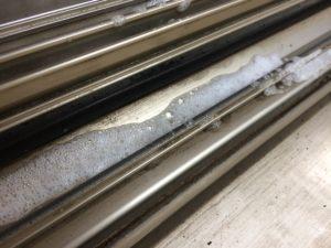 窓のサッシのレール掃除