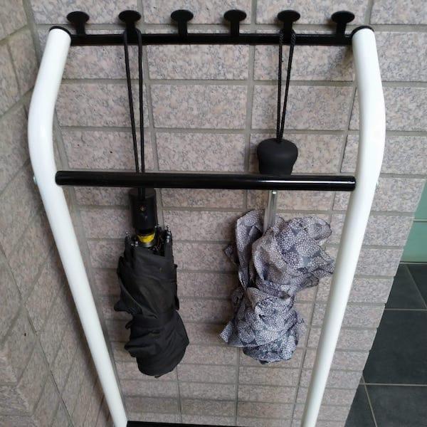 コンパクトな傘立てが欲しくてアンブレラハンガーを選んだら大正解すぎた